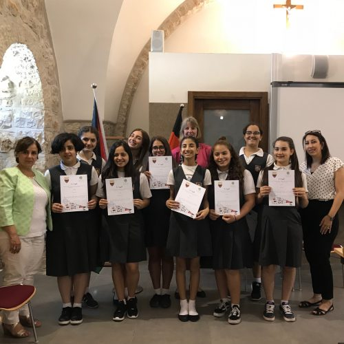 مركز حملة  ومدرسة شميدت في القدس يخرجون الفوج الاول من دورة الأمان الرقمي ومناهضة العنف الجندري على الشبكة
